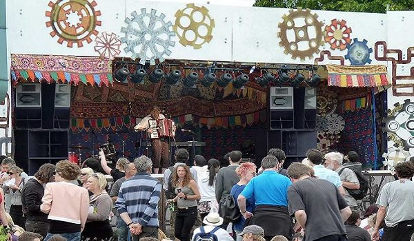 Cambridge_Strawberry_Fair_2011_stage